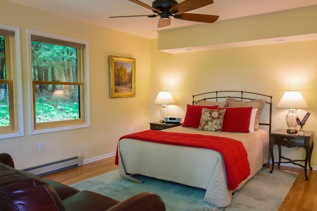 Artesian House Bed and Breakfast Basswood Room